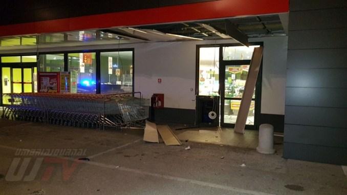 Ignoti fanno esplodere la cassa continua Penny Market di Bastia Umbra