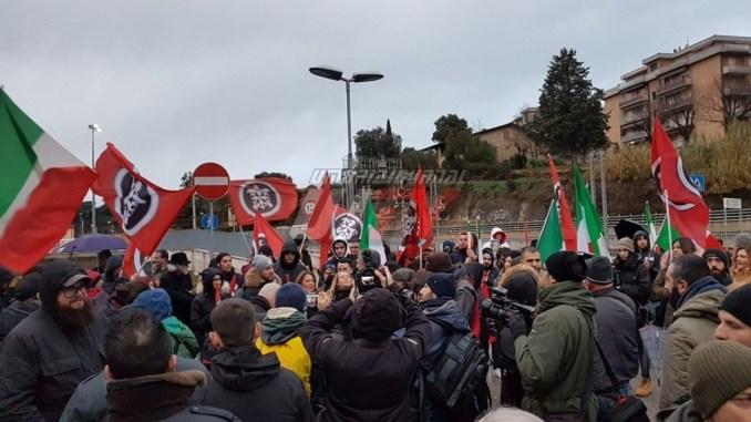 CasaPound con noi operai, studenti e anziani traditi dal partito di Leonelli
