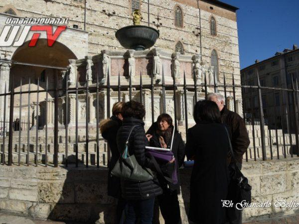 StatuetteDorateFontanaMaggiore (1)