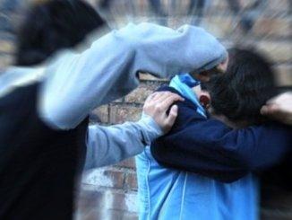 Lite tra due alunni in una scuola dell'assisano, torna a casa ragazzo ferito