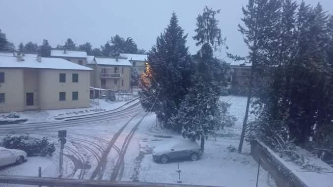 Neve e ghiaccio a Perugia, strade chiuse al traffico, ecco quali