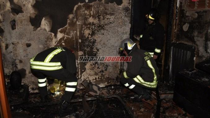 Incendio a Ellera, in fiamme casa trans, Vigili del fuoco salvano 15 persone