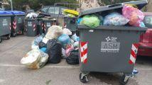 Ex isola ecologica, continuano a buttare rifiuti lì, nessuno fa niente