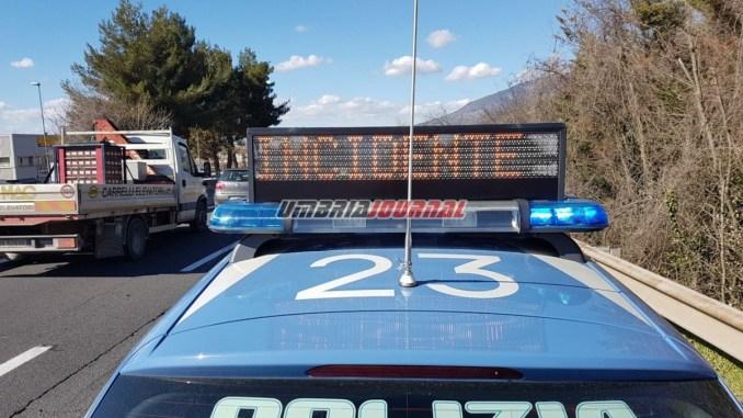 Schianto su E45 tra Corciano e Mantignana, auto si ribalta