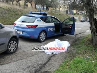 Muore dentro l'auto mentre si droga, accade a Perugia