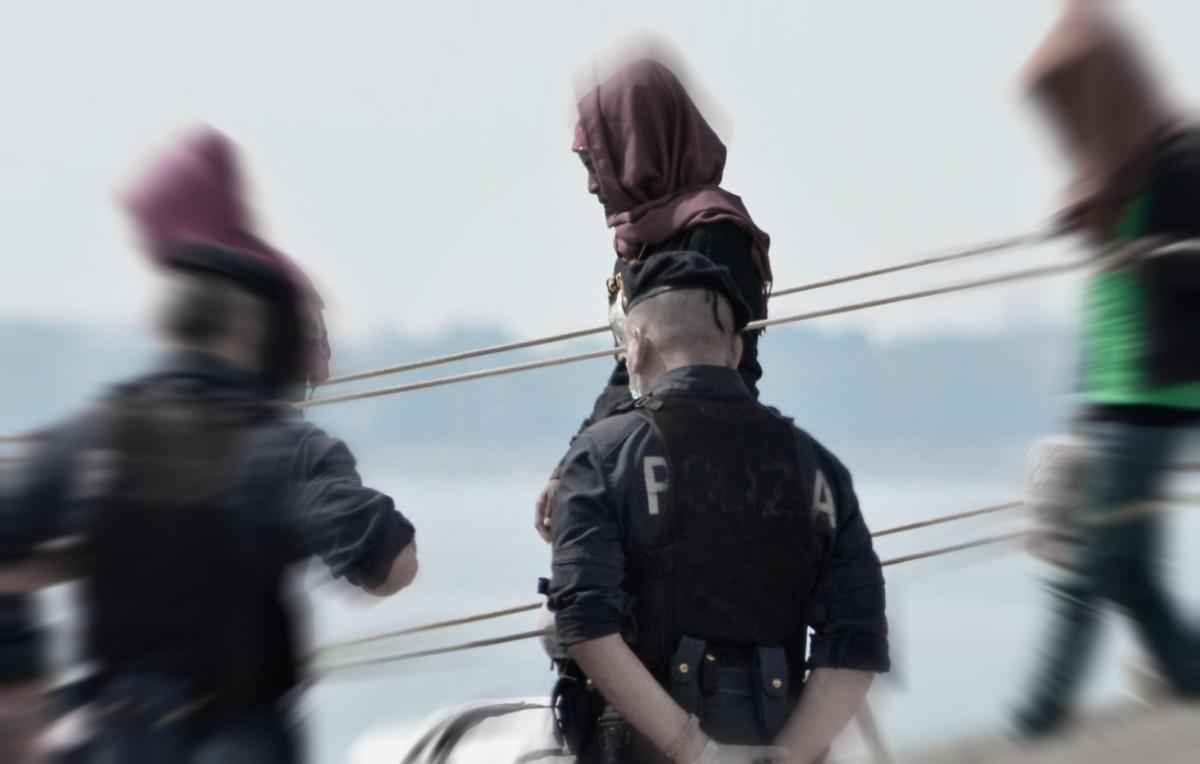 Polizia e carabinieri rimpatriano un 38enne straniero, era pericoloso