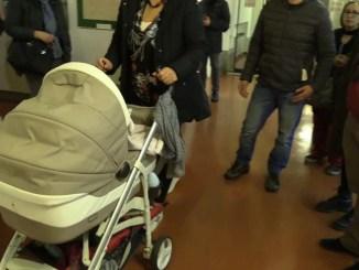 Un centinaio di mamme e papa in difesa dei diritti dei figli