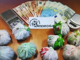 Arrestato nigeriano, aveva un etto di marijuana, allontanato da Terni