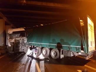 Incidente sul raccordo Terni Orte, grave camionista, traffico in tilt