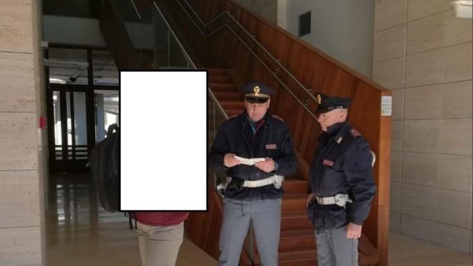 Dà di matto con gli agenti della polizia di Terni, voleva quelli di Rieti