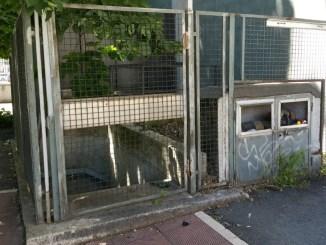 Ricettacolo di immondizia davanti ad una scuola in pieno centro a Terni
