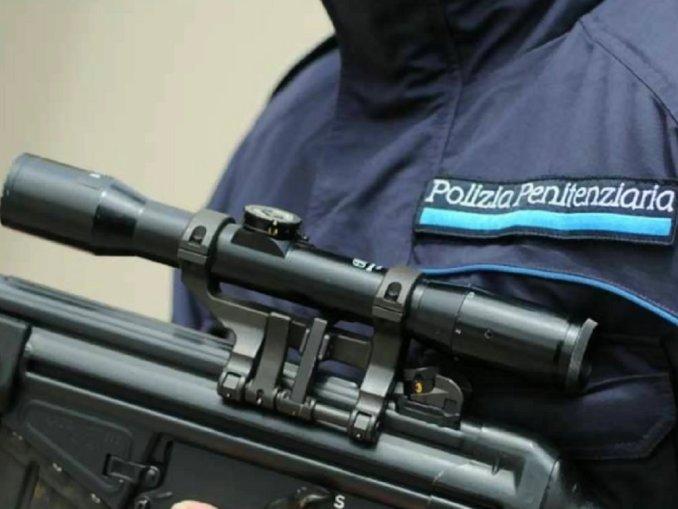 Tre agenti penitenziari aggrediti carcere Perugia, uno morsicato sul collo