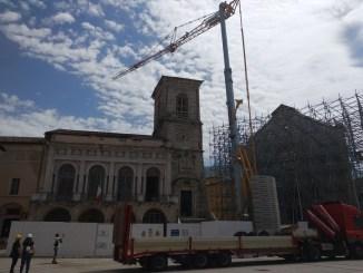 """La grande gru arrivata a Norcia, Alemanno, """"emozione grande, ricostruzione partita"""""""