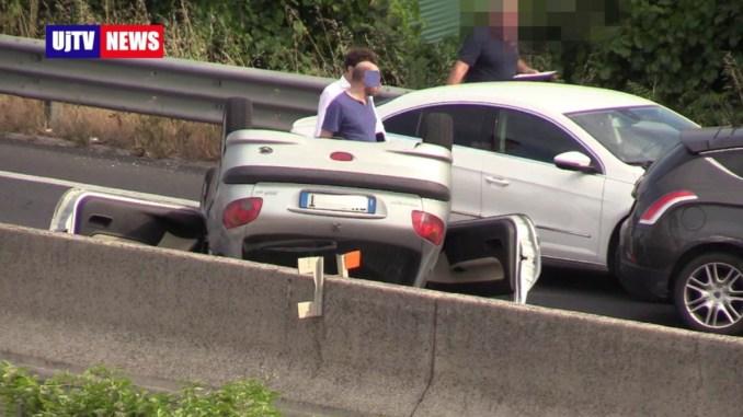 Incidenti sulla 75 Centrale Umbra, auto ribaltata diversi veicoli coinvolti FOTO