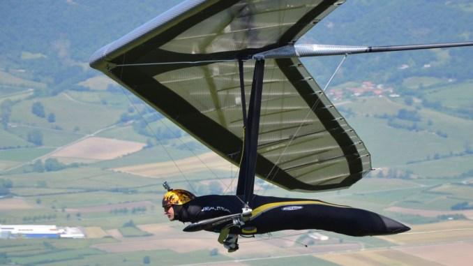Invasione di deltaplanial Monte Cucco Trofeo Internazionale di Volo Libero