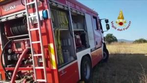 Incendio furgone a Corciano, in fiamme anche bosco vicino