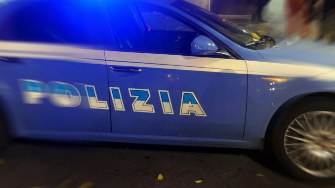 Ubriaco con coltello aggredisce barista, arrestato dalla Polizia