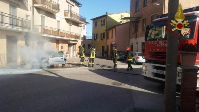 Incendio auto a San Nicolò di Celle nessun ferito, intervenuti anche i Carabinieri