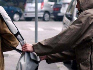 Donna scippata della borsa a Perugia, in via della Pescara