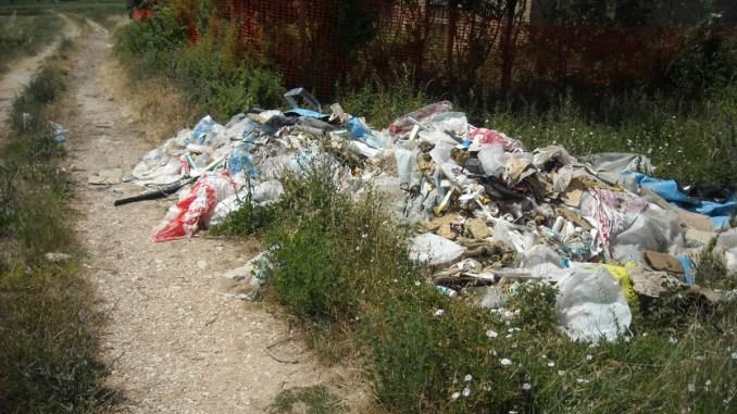 Discariche abusive, scoperti rifiuti abbandonati tra Trevi e Montefalco