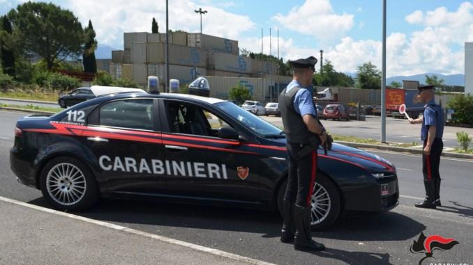 Carabinieri intercettano macchina sospetta, arrestata donna