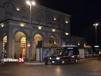 Due ragazze minacciate con il coltello e agenti aggrediti a Fontivegge