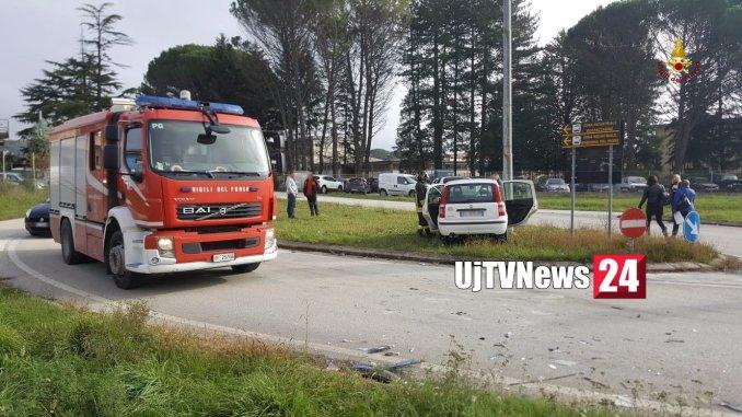 Incidente stradale a Umbertide, cinque feriti lievi, due auto coinvolte