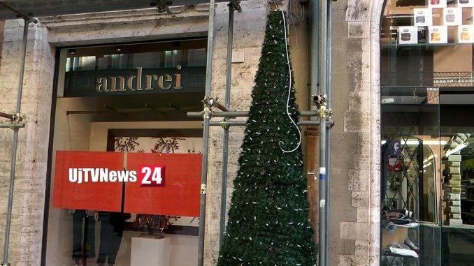 Perugia si prepara al Natale, ecco i primi alberelli in corso