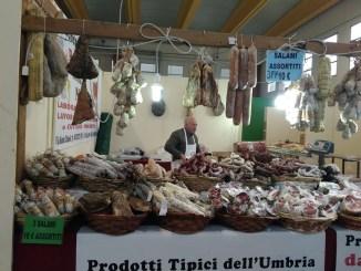 Il tartufo è protagonista a Valtopina inaugurata mostra mercato