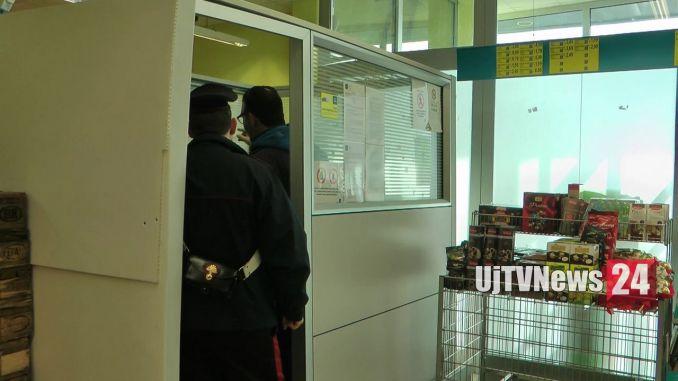Esplosione cassa supermercato Ponte San Giovanni, ladri in fuga con il bottino