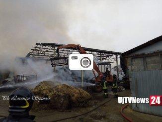 Incendio capannone agricolo a San Felice di Spello