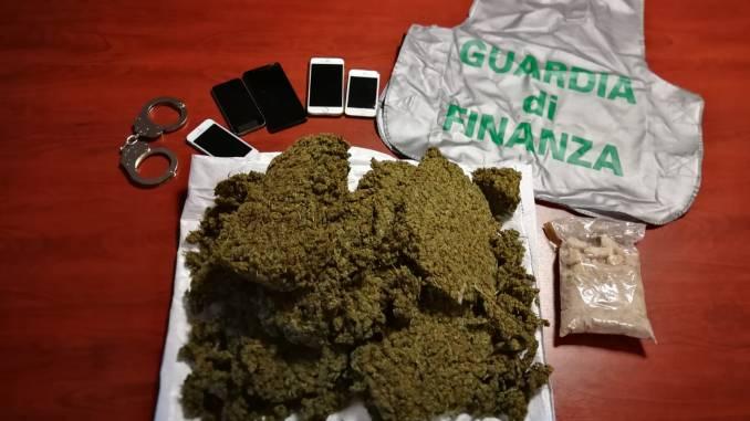 Tre chili di droga in pacco proveniente dall'estero, finanza arresta straniero