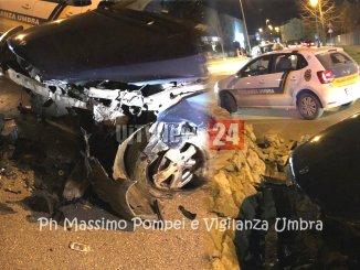 Incidente stradale, auto sbanda nella notte San Mariano di Corciano, uomo ferito grave