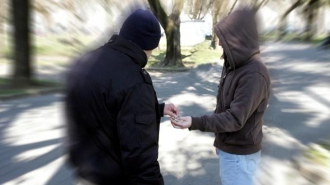 Droga, un arresto, una denuncia e due segnalazioni