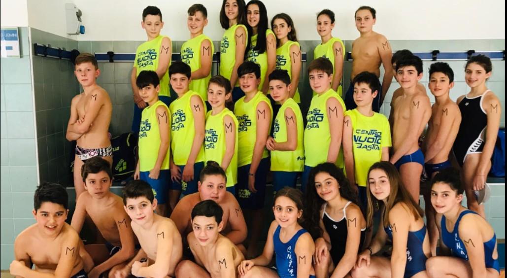 Nuotatori di Bastia si tatuano M sul braccio per Manuel Bortuzzo