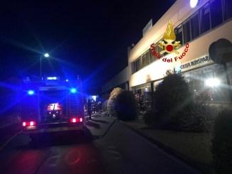 Incendio in negozio di abbigliamento a Todi, ore di lavoro per i vigili del fuoco