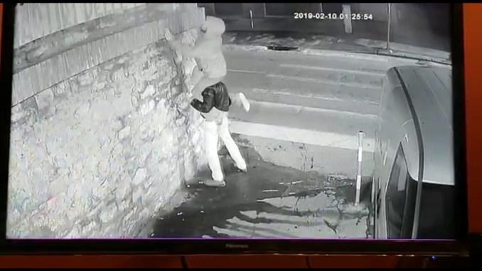Vittime delle foibe, ignoti strappano striscione di Casapound, beccati