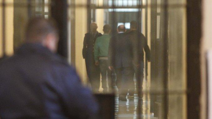 Pugni in faccia ad agente penitenziario in carcere, poliziotto in ospedale