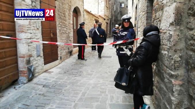 Omicidio Gubbio, uccide il marito a coltellate, in corso le indagini