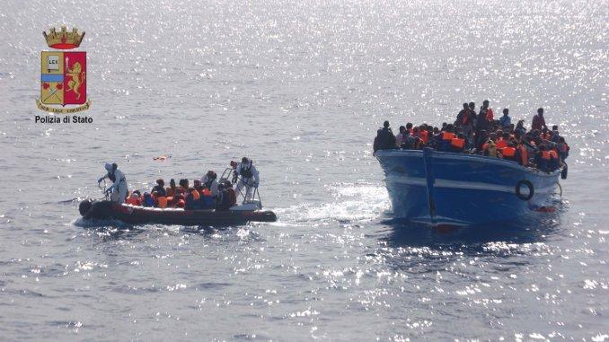 Migranti, 90 in Italia, di cui 30 a Terni, lite Salvini-Lamorgese