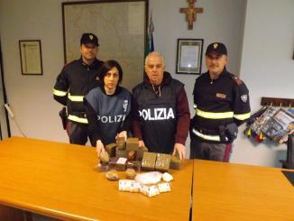 Oltre dieci chili di droga in auto, polizia stradale arresta corriere