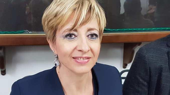 Marscianesi indisciplinati, assembramento in cortile, sindaco Francesca Mele, è gravissimo