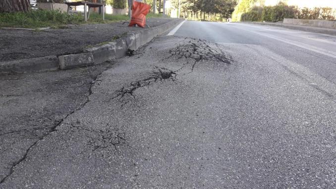 Perugia, dissesto di Via Pontani e di Via Cotani, in condizioni disastrose e poco sicure