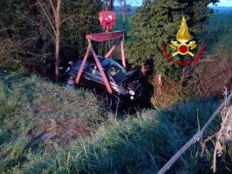 Auto finisce fuori strada in un incidente stradale a Ospedalicchio