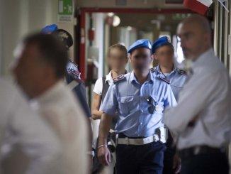 Poliziotto penitenziario sequestrato a Capanne, serata di terrore in carcere