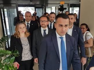 Piccolo incidente per il vicepremier Luigi Di Maio nel corso del viaggio in Umbria