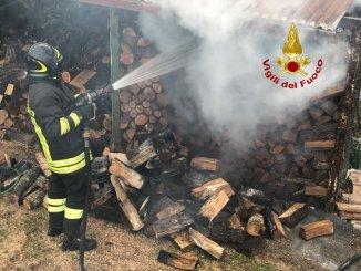 Incendio in una legnaia nel Gualdese all'Osteria Cerasa