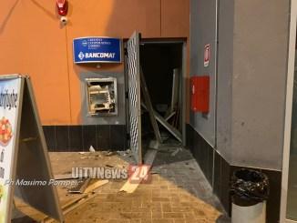 Esplosione nella notte, fanno saltare il bancomat a Borgonovo