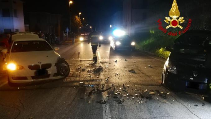 Due auto si scontrano a Branca, nessun ferito grave, solo tanta paura