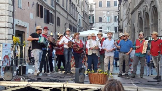 Sabato 18 maggio in piazza Matteotti la seconda Rassegna del Maggio bello perugino